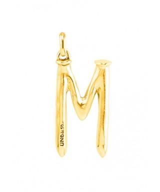 Letra M grande Uno de 50 dorada