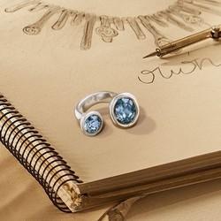 """Brilla allá por donde vayas con """"Alulas"""" ✨. Un anillo de personalidad única. #UNOde50 #DiseñosÚnicos ________________________________ • Nuestra web 👉 www.joyeriaonix.com • Envíos 24-48 horas. _________________________________ #anillo #anilloUnode50 #sortijaUnode50 #regalos #jewels #Soyunode50 #Swarovskielements #Swarovski #style #lugo #joyeriaonix #joyerialugo"""