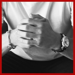 El tiempo es valioso, úsalo sabiamente. Relojes y joyas icónicas para todos. ________________________________ • Nuestra web 👉 www.joyeriaonix.com • Disponible en web y tienda. • Envíos 24-48 horas. _________________________________ #Unode50 #regalos #jewels #Soyunode50 #UNOde50 #Handcraftedjewelry #madeinSpain #Icons #Watches #Swarovskielements #style #lugo #joyeriaonix